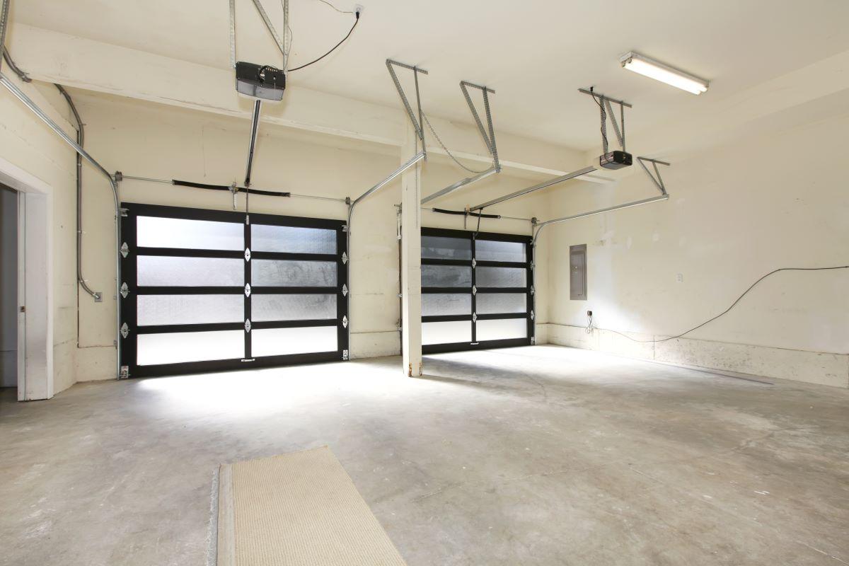 Large garage 2 doors